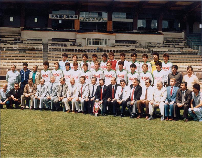 1986 Türkiye Kupası Şampiyonu Bursaspor'un yönetim ve futbolcu kadrosu