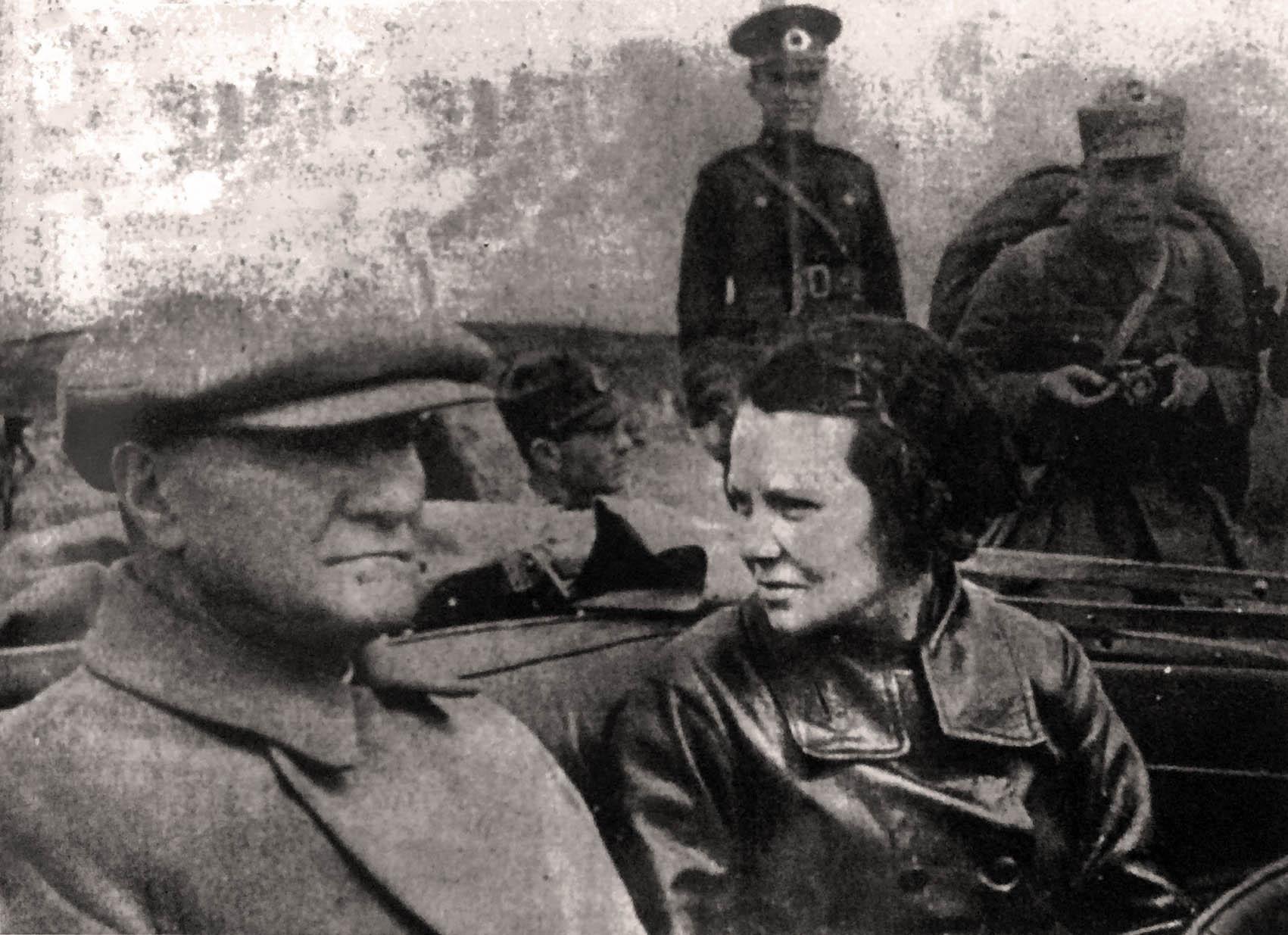 Sabiha Gökçen ve Mustafa Kemal Atatürk